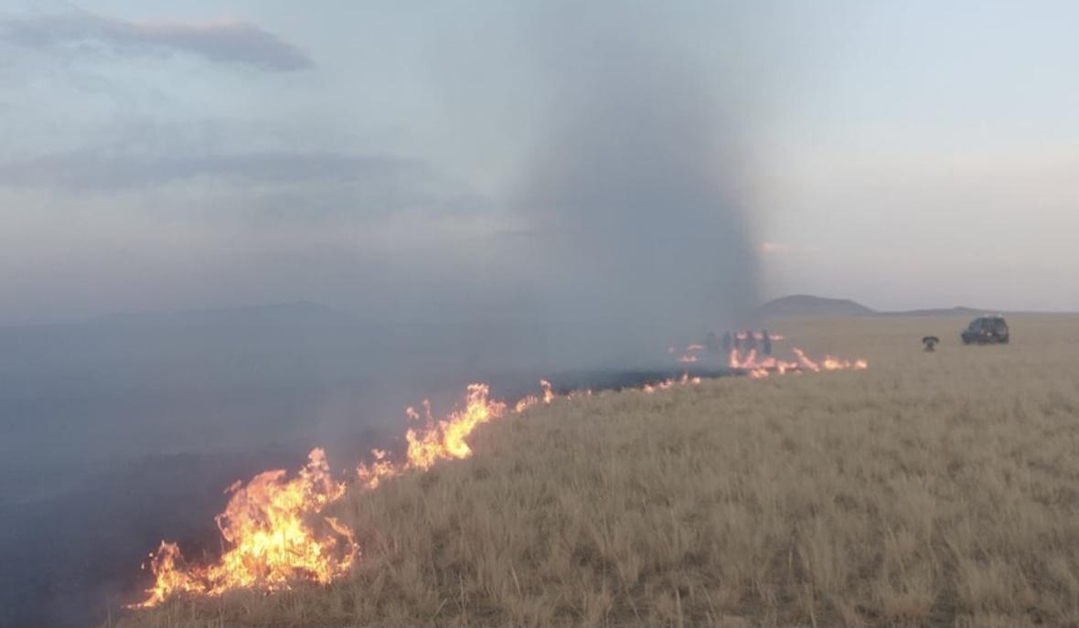 蒙古国苏赫巴托省18日发生草原大火(图片来源:蒙古国苏赫巴托省联合新闻网)