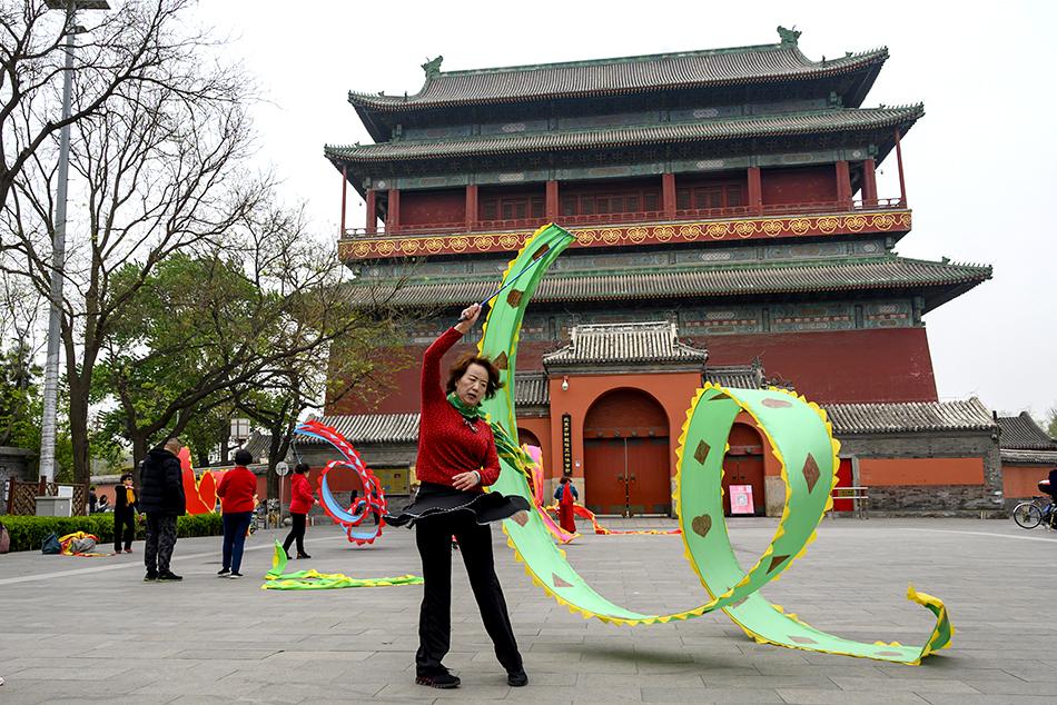 4月11日,北京市钟鼓楼广场。