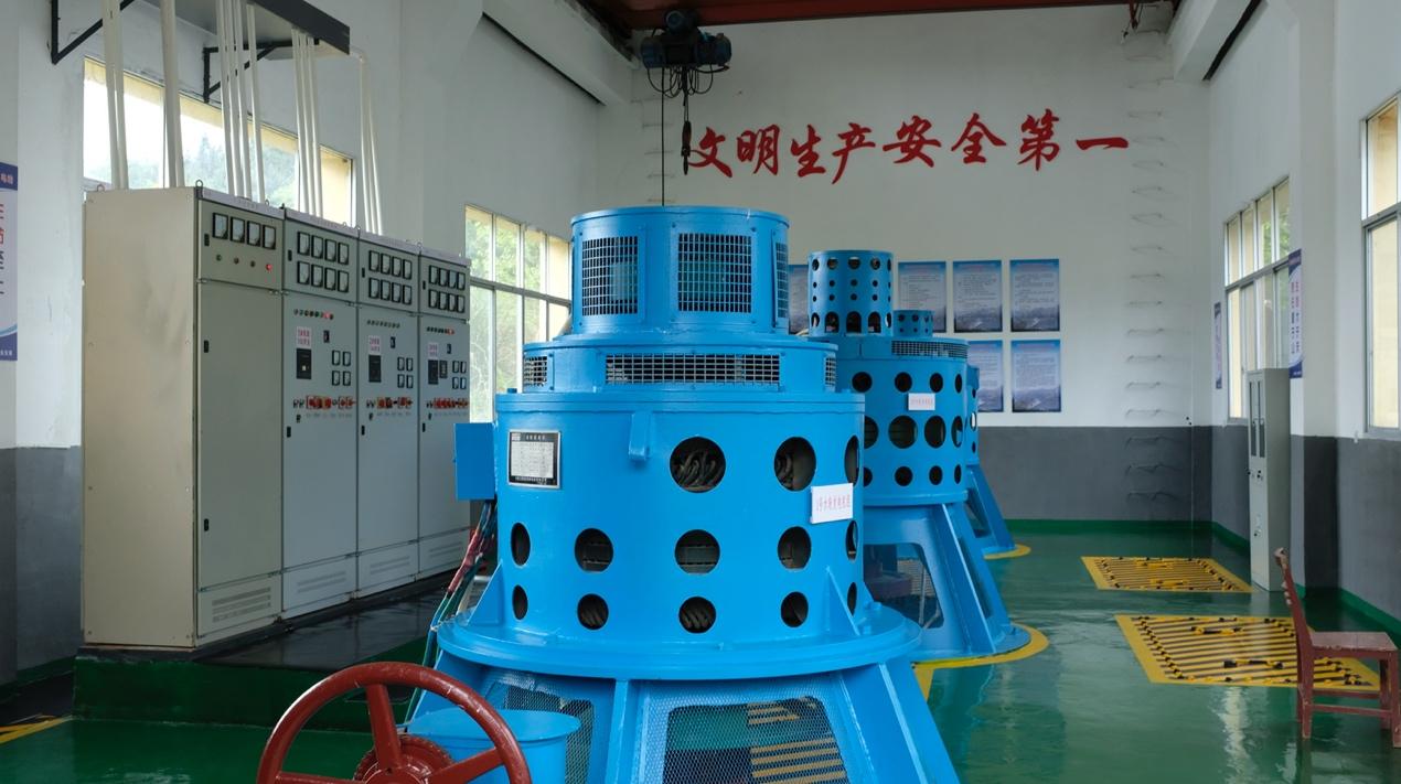 洪沙水电站厂房内部