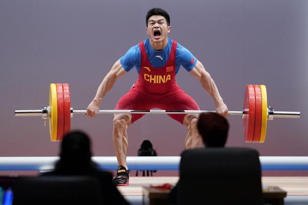 星启娱乐新闻:打破世界纪录!中国选手石智勇包揽举重亚锦赛三金
