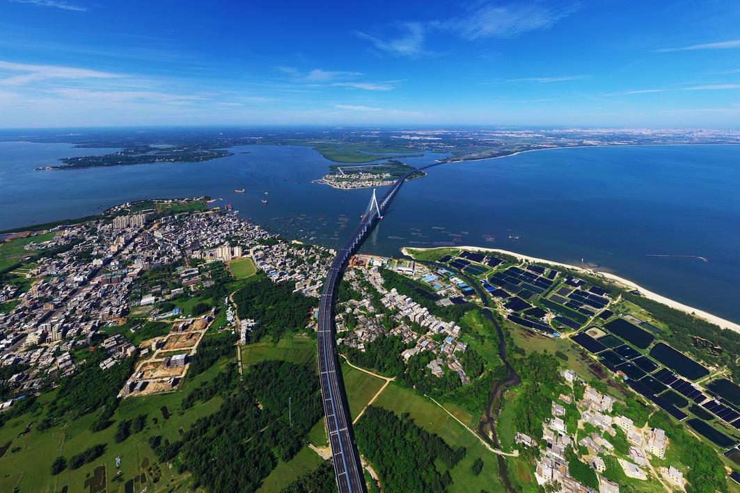 海南环岛高速东段沿线的海文大桥。这是我国首座跨断裂带大桥,于2019年3月18日建成通车。