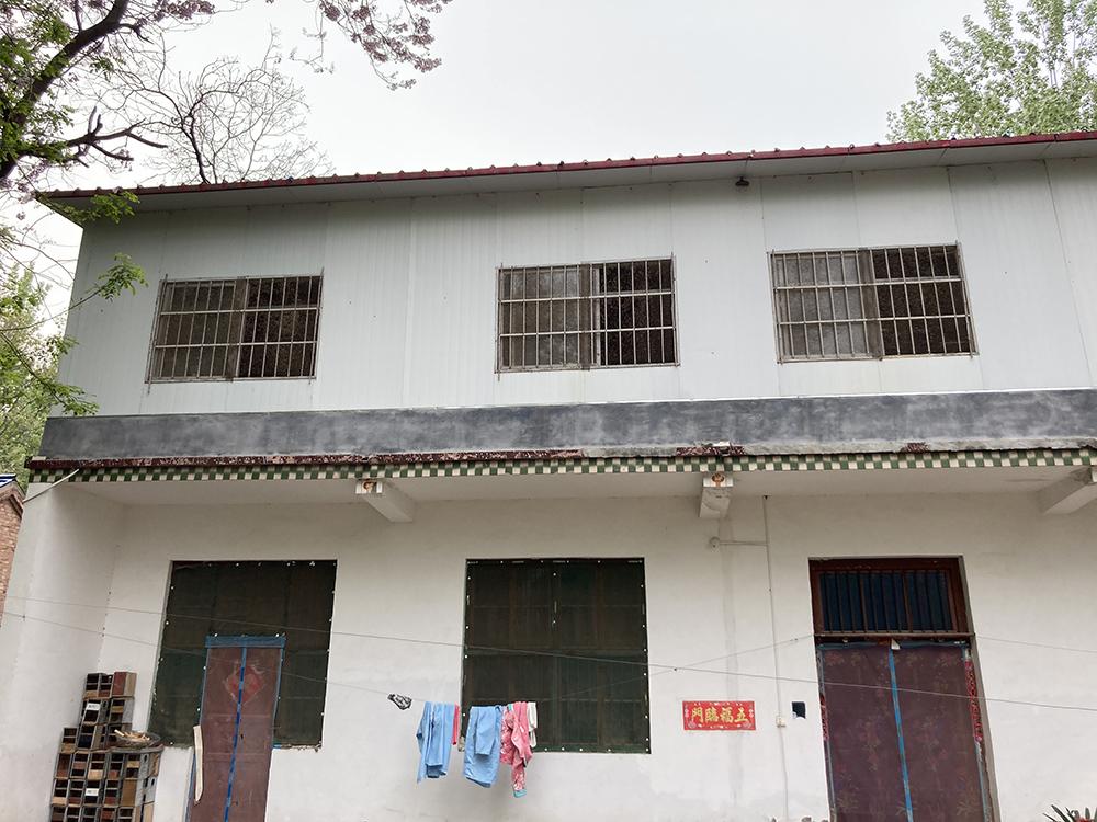 许多养殖户,都是利用自家房屋二楼养殖。 澎湃新闻记者 段彦超 图