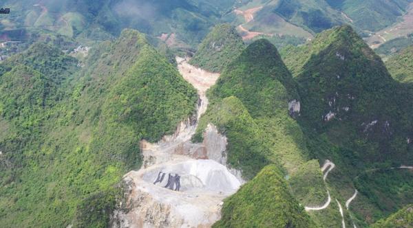 广西凤山岩溶地质公园三级保护区内的良利采石场野蛮开采
