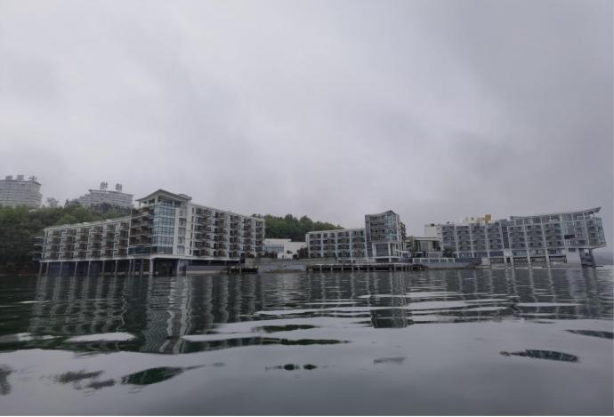 位于太平湖风景名胜区规划红线范围内未清理的违规酒店项目