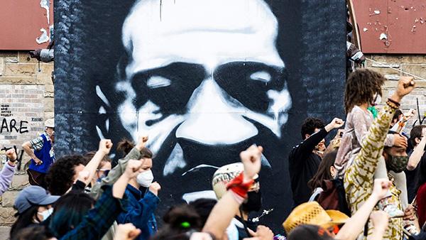 当地时间2021年4月18日,美国明尼苏达州明尼阿波利斯,当地举行示威活动,悼念弗洛伊德、当特·赖特等人,抗议种族歧视与警察暴力执法。人民视觉 图