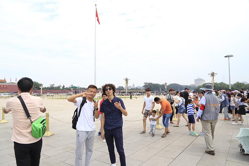 2017年,白晓与庞麦郎到北京演出 受访者供图