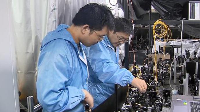 刷新纪录!中国科学家将光存储时间提升至1小时,迈向量子U盘