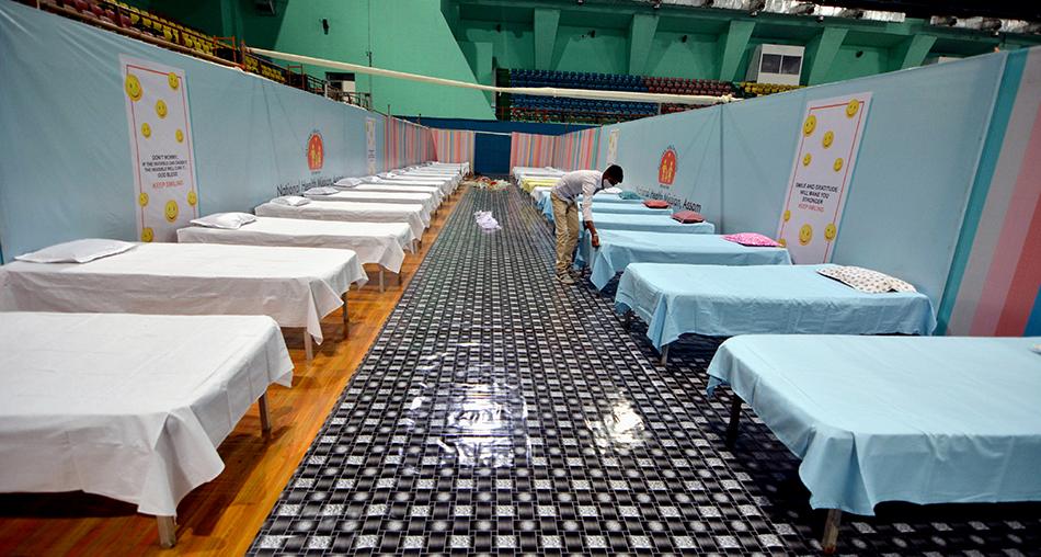 4月20日在印度高哈蒂拍摄的一处新冠患者隔离中心。 本文图片均由新华社发