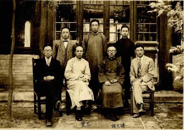 1928年静生所成立合影。前排左起:何琦、秉志、胡先骕、寿振黄;后排左起:沈嘉瑞、冯澄如、唐进。