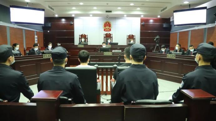 取快遞女子被造謠案一審宣判:兩被告人犯誹謗罪,判一緩二