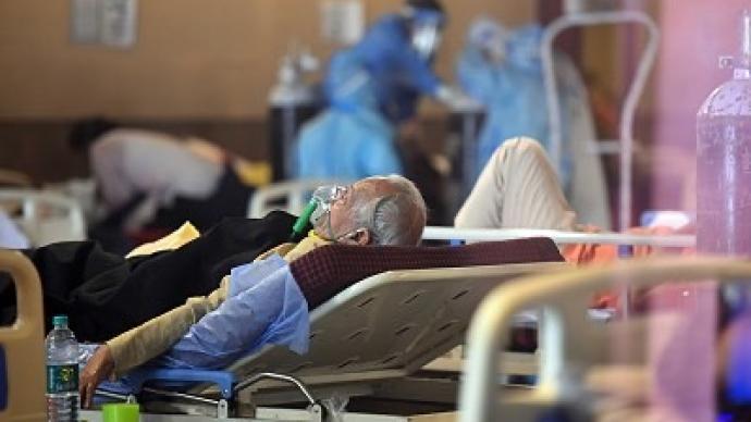 印度民间涌现志愿组织救助新冠患者:一男子卖车换氧气瓶救人