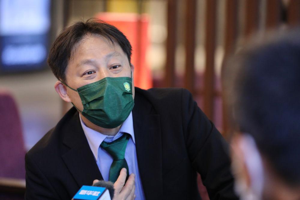 星启娱乐新闻:中超也有海外球迷:这位日本大叔,是20多年北京国安铁杆