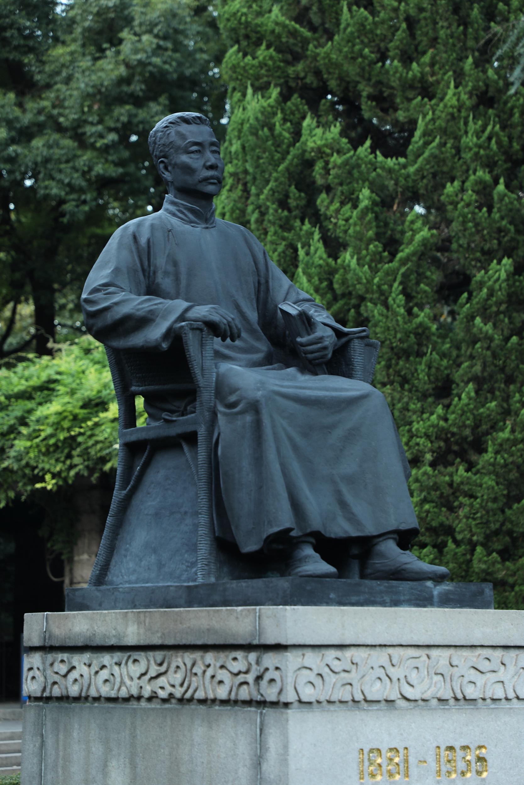 上海鲁迅公园鲁迅雕像 视觉中国 资料图
