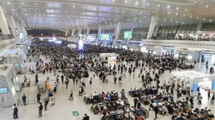 五一首日旅客集中出行,全國鐵路預計發送旅客1830萬人次