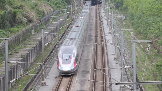 北京鐵路:大風影響供電,京廣高鐵部分列車將晚點2小時以上