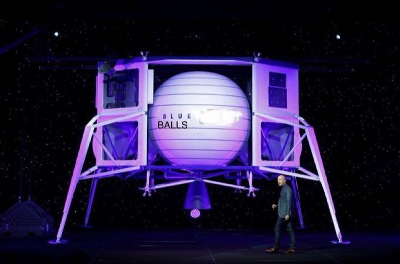"""马斯克发布在社交媒体上的图片,着陆器名称""""蓝月""""被改成""""蓝气球""""。"""