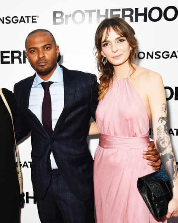2016年,克拉克与吉娜·鲍威尔在《手足情深》首映礼上。