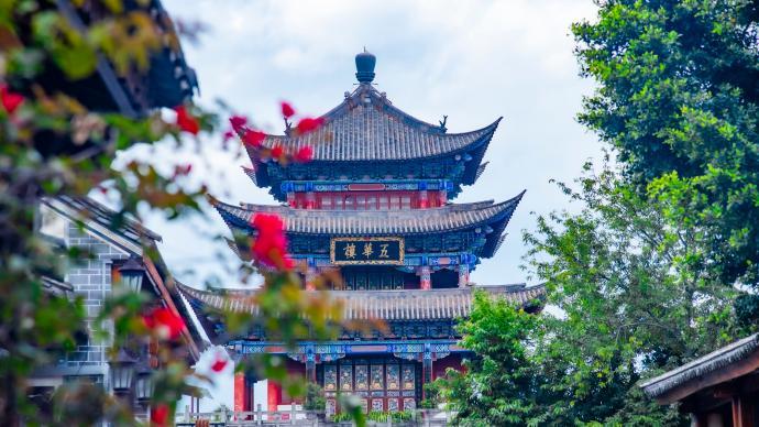 云南大理古城发布出行预警:日均游客量已超9万,请错峰出行
