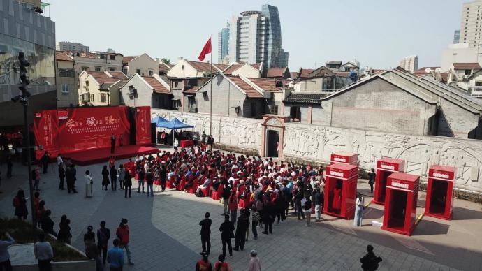 在渔阳里广场,上海青少年开展庆祝建党百年五四主题集会