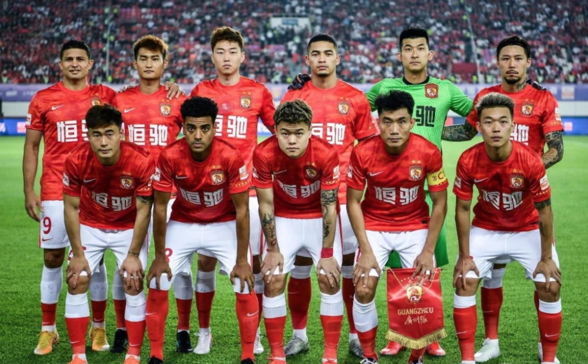 广州队2比0战胜深圳队。