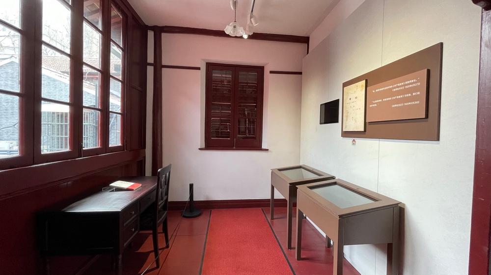 二楼的亭子间,《共产党》月刊创办后,李达在此负责编辑。