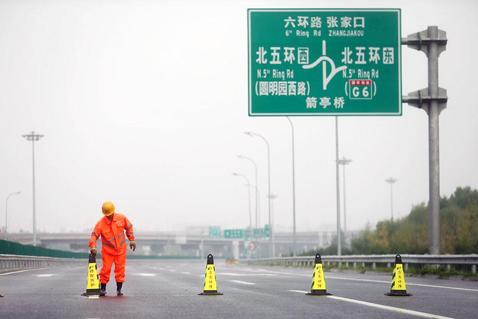 北京,长约2.6公里的京新高速(G7)连接线于2015年7月18日开通。