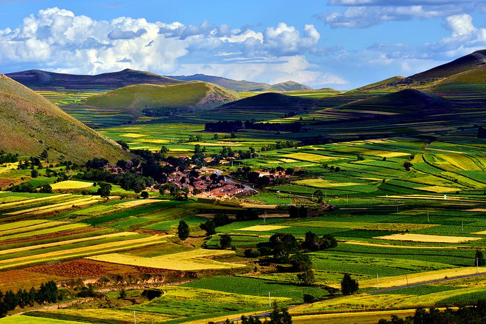 河北省张家口市草原天路的秀美风光。