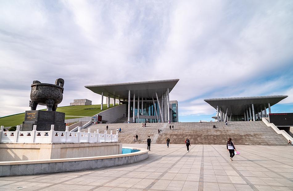 内蒙古博物院,呼和浩特地标式建筑,也是知名文化场馆。