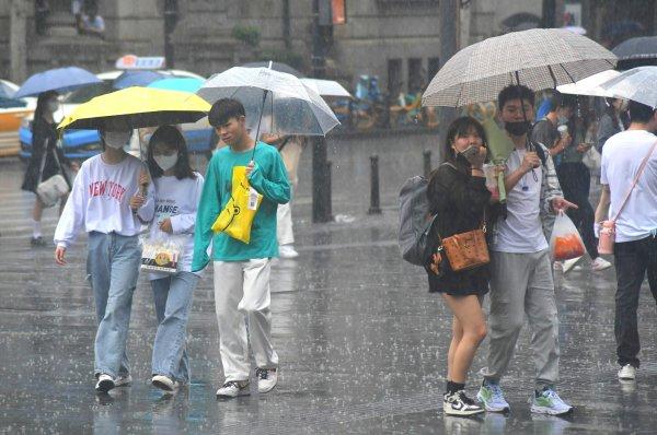受天气影响,武汉天河机场取消23架次航班,6架次航班延误