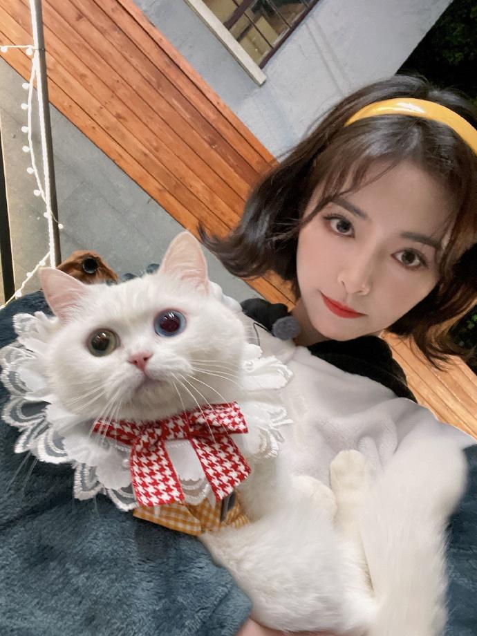 许佳琪和宠物Q米
