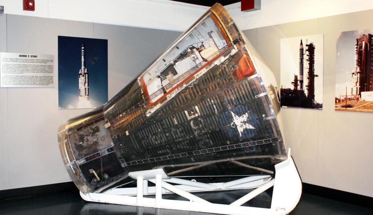 """用于美国军用空间站计划""""载人轨道实验室""""(MOL)试验任务的""""双子星""""载人飞船返回舱。"""