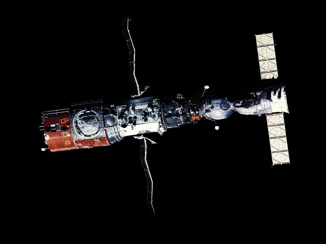 """由于保密的需求,对外宣传的""""钻石""""空间站也借用""""礼炮""""这一名称。"""
