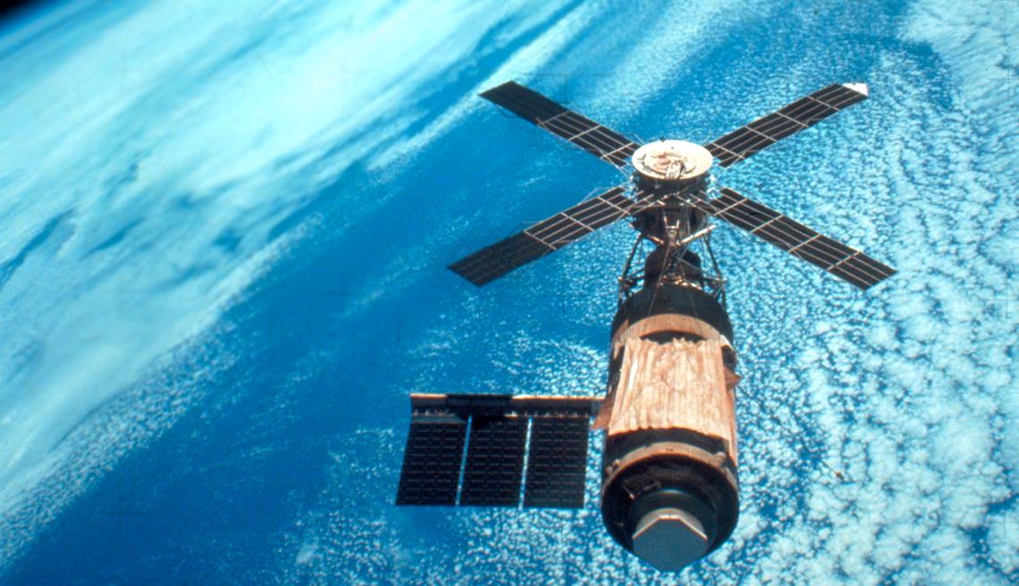 """美国首个空间站""""天空实验室""""在运行期间也承担不少军事任务。"""