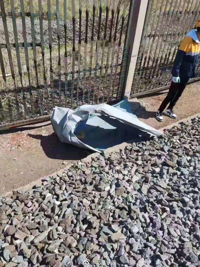 摩登6官网平台大风致津山线部分区间接触网被砸坏,部分列车晚点运行