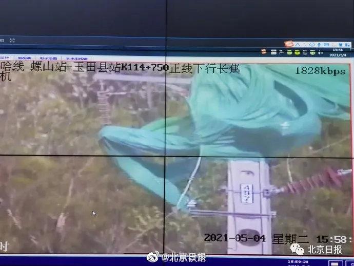 摩登6官网平台北京大风致多条铁路接触网挂异物,这些列车受影响晚点