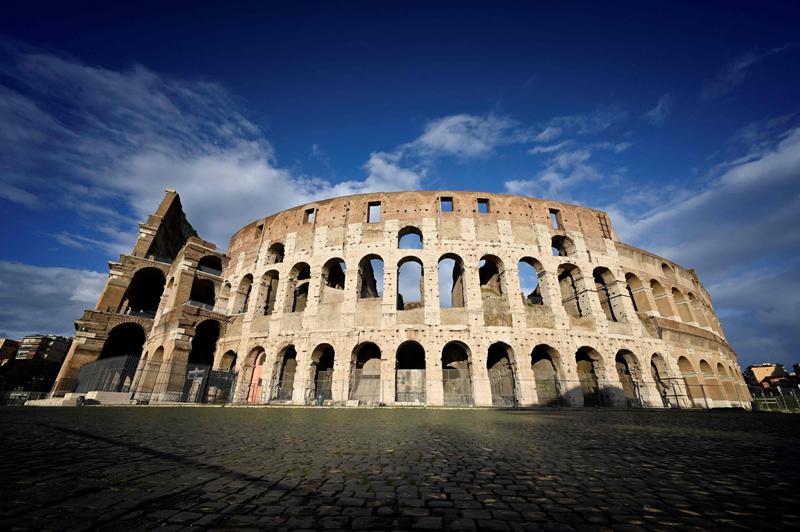 """当地时间2021年5月5日报道,意大利罗马,罗马斗兽场(资料图)。罗马斗兽场要安装新地板,由一家名为""""米兰工程""""的企业设计,合同金额1850万欧元(约合1.44亿元人民币)。"""