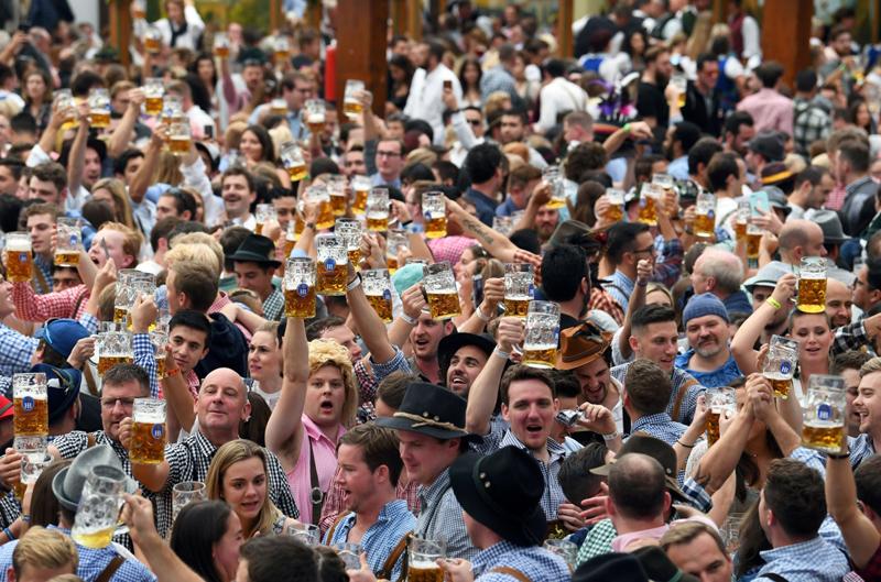 当地时间2021年5月4日,德国慕尼黑,慕尼黑啤酒节今年再度因疫情取消。图为慕尼黑啤酒节资料图。