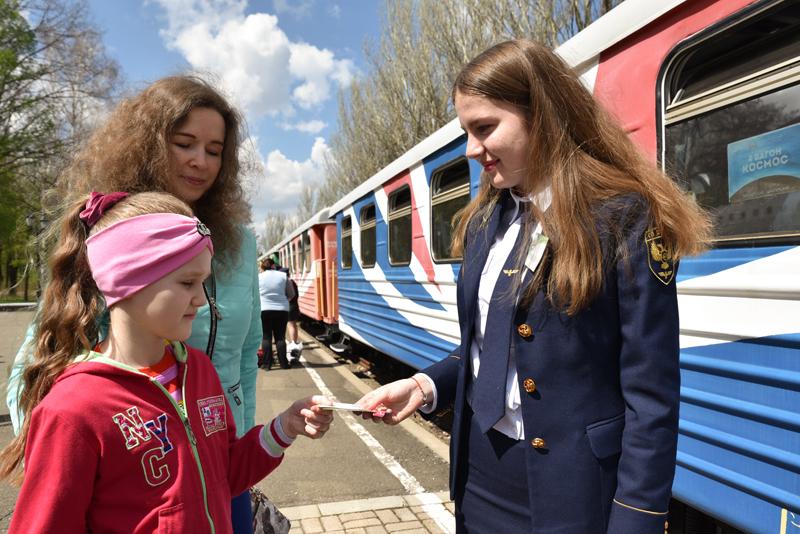 当地时间2021年5月1日,乌尔兰顿涅茨克,当地开启儿童铁路。该儿童铁路站使用TU2-023和TU2-038柴油机车和5辆PV40客车,连接了Pionerskaya和Shakhterskaya两个车站。全程2.1公里,耗时25分钟。