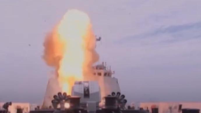 """视频丨""""航母贴身保镖"""",探访054A型导弹护卫舰许昌舰"""