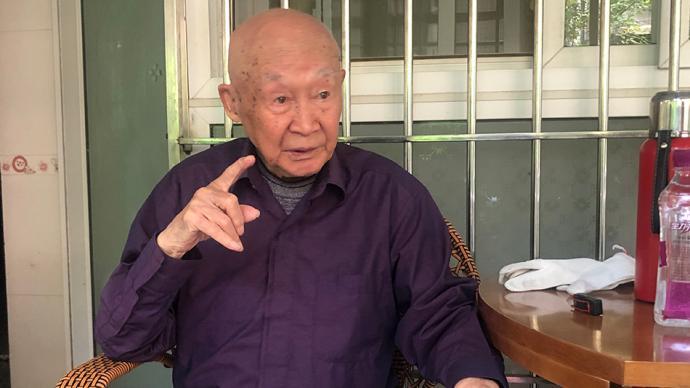初心之路|99岁战地记者卢陆念:援疆40载,退休坚持慈善