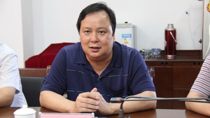 广西来宾兴宾区法院原院长曾文光被查,去年被降级并责令退休