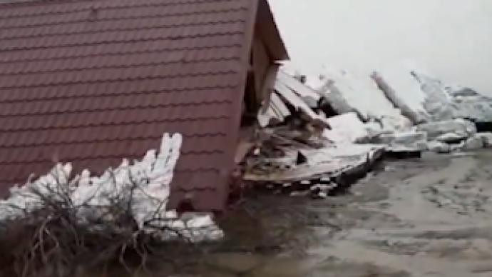 俄罗斯远东一地区大量浮冰涌上岸,政府宣布进入紧急状态