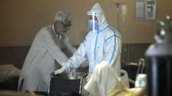 印度25天内116名医生因新冠去世,有人不堪重负选择自杀