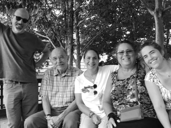 柯文在纽约与四位子女参加庆祝他姐姐芭芭拉九十大寿的聚会,摄于2017年9月。