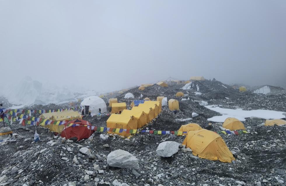珠峰大本营(图片来自中国登山者)