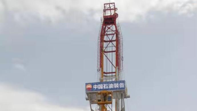 """国内首台""""一键式""""人机交互7000米自动化钻机研制成功"""