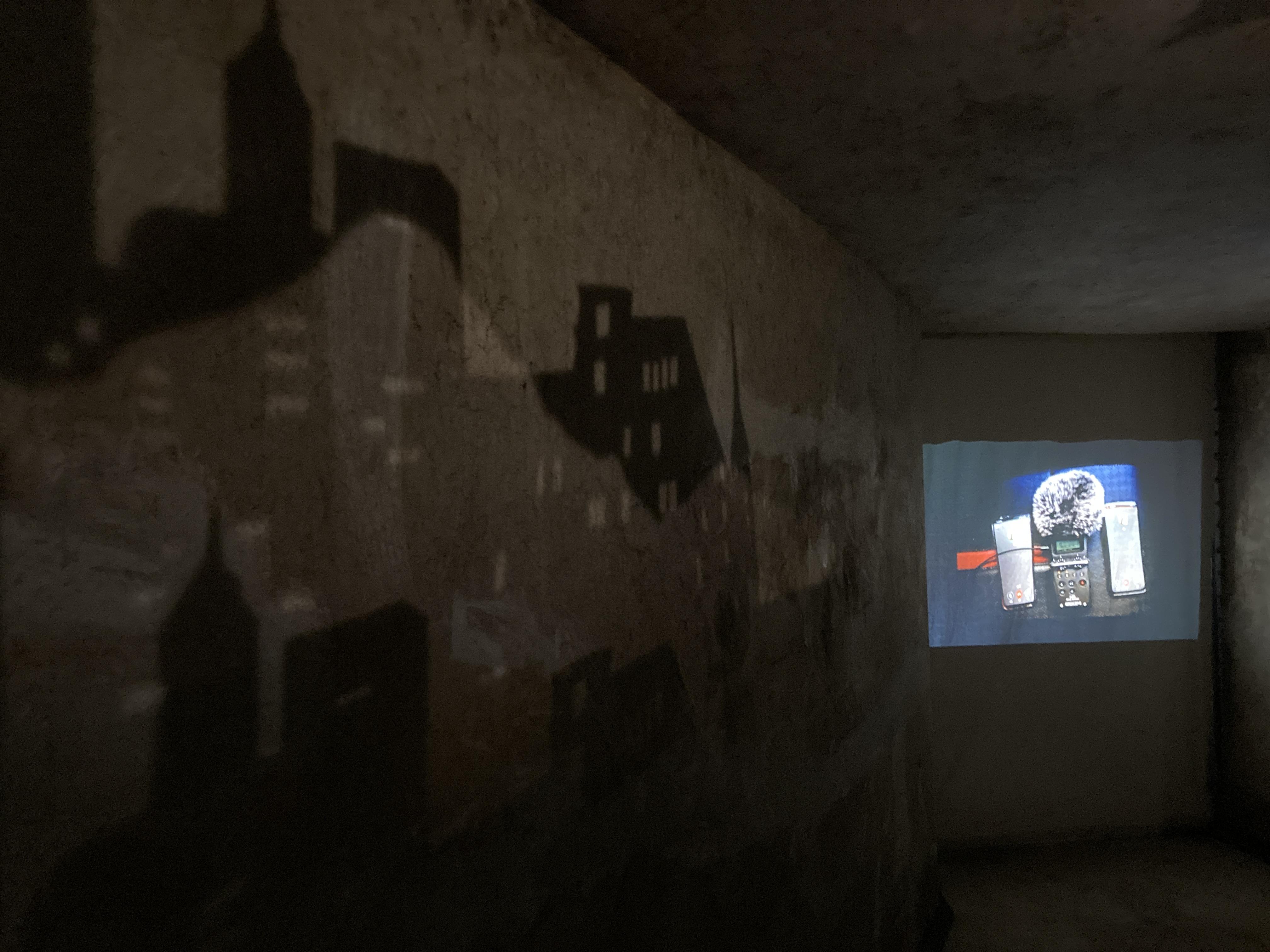《回声:来自自然与城市的问候——序曲展》副展场,闲下来合作社B区深洞。 澎湃新闻记者 沈健文 摄