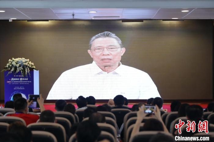 钟南山:中国疫苗的接种率距全民免疫还远远不够