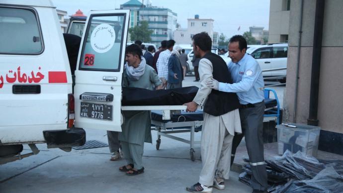 早安·世界|阿富汗首都一学校附近发生连环爆炸致27人死亡