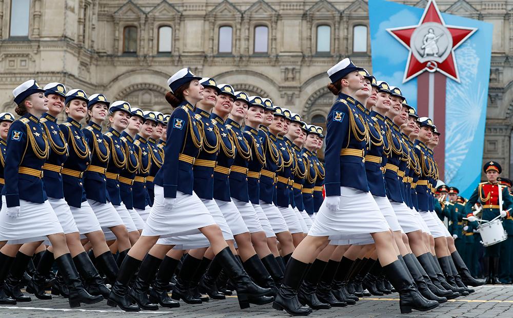 当地时间2021年5月9日,俄罗斯莫斯科,庆祝卫国战争胜利76周年阅兵式在红场举行,女兵方阵亮相。
